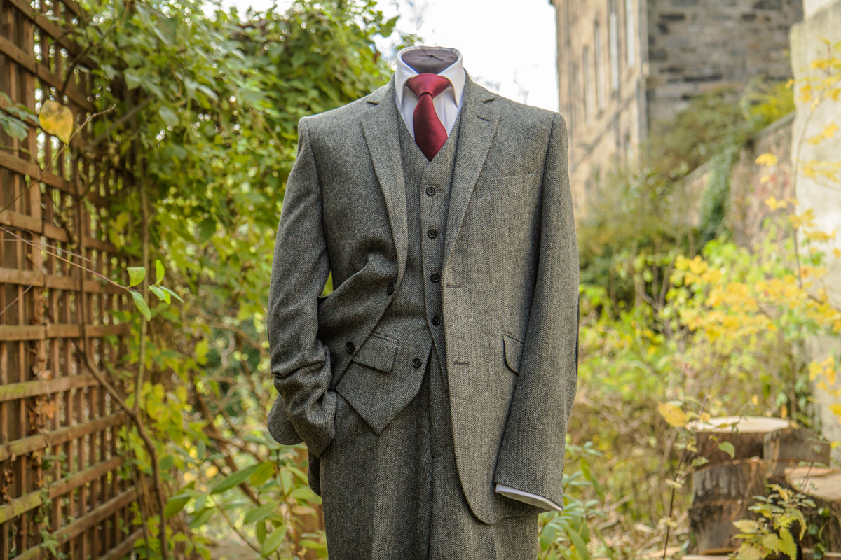 Brown Suits & Suit Separates. Clothing & Shoes / Men's Clothing / Suits & Suit Separates. of Results. Sort by: Ferrecci Mens Vintage Style Tweed Slim Fit 3pc Suit. 2 Reviews. Gino Vitale Men's Light Glen Check Slim Fit 2 Piece Suit.